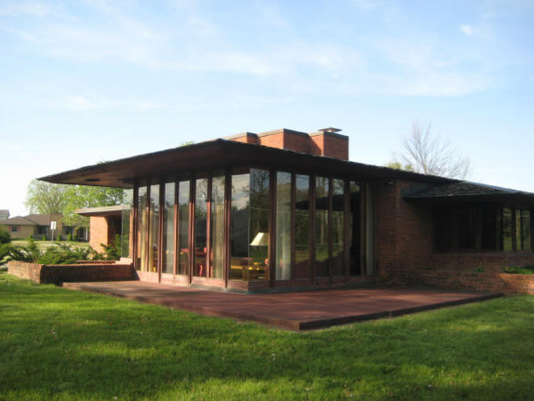 Nine frank lloyd wright homes available for rent for Palmer house ann arbor